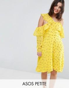 Чайное платье с мелким цветочным принтом, открытыми плечами и оборками ASOS PETITE - Желтый