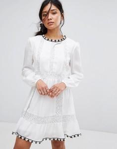 Платье с вышивкой и кружевной вставкой Boohoo - Белый