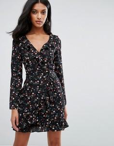 Короткое приталенное платье с длинными рукавами и цветочным принтом Lipsy - Мульти
