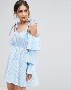 Платье в клетку с оборками на рукавах Boohoo - Синий