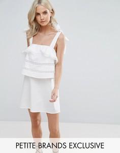 Платье на тонких бретельках с оборками Fashion Union Petite - Белый