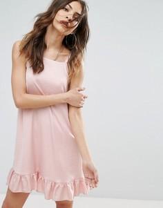 Атласное платье без рукавов с оборкой Nobodys Child - Розовый