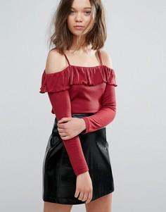 Топ в рубчик с открытыми плечами и оборками Daisy Street - Красный