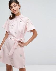 Платье с принтом, высоким воротником и поясом Closet London - Мульти