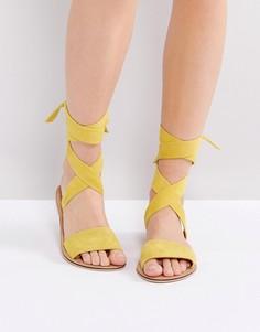 Замшевые сандалии с завязками ASOS FAMOUS - Желтый