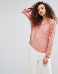 Шелковистая блузка с кружевной вставкой Soaked In Luxury - Розовый