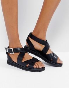 Массивные сандалии на плоской подошве с перекрестной отделкой London Rebel - Черный