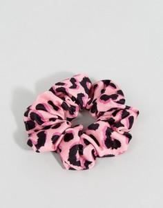 Резинка с леопардовым принтом ASOS - Розовый