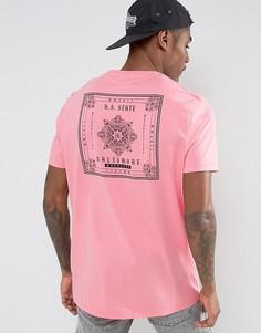 Длинная футболка с принтом пейсли на спине ASOS - Розовый
