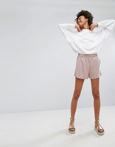 Свободные шорты из вискозы Monki - Розовый