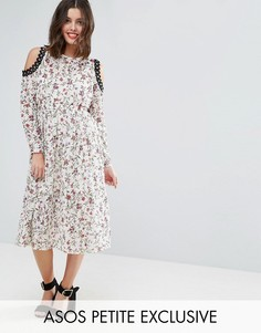 Платье миди с принтом и вырезами на плечах ASOS PETITE - Мульти