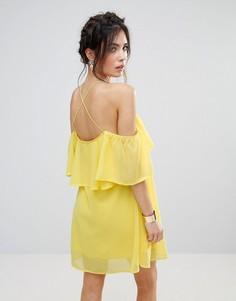 Шифоновое платье с рюшами и перекрестами на спине Club L - Желтый
