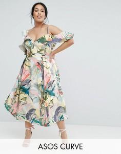 Платье миди для выпускного с цветочным принтом и рюшами ASOS CURVE - Мульти