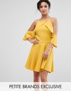 Платье мини с вырезами на плечах и рюшами John Zack Petite - Желтый