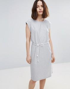 Короткое приталенное платье в полоску с поясом Soaked In Luxury - Серый