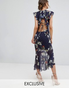Платье миди с вышивкой и баской Hope & Ivy - Темно-синий