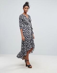 Платье макси с оборками и цветочным принтом QED London - Мульти