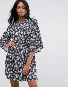 Свободное платье с цветочным принтом и оборками QED London - Мульти