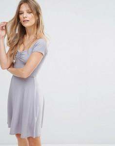 Приталенное платье в рубчик New Look - Серый