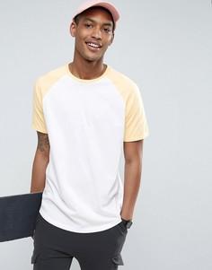 Длинная белая футболка с контрастными желтыми рукавами реглан ASOS - Белый