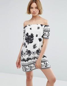 Платье с открытыми плечами и принтом Parisian - Белый