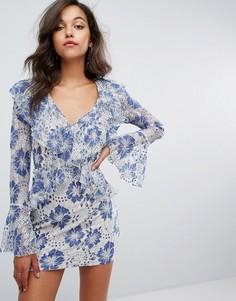 Кружевное платье с оборками и глубоким вырезом Missguided - Синий