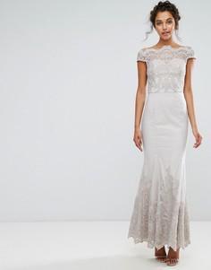 Кружевное платье макси с юбкой-годе Chi Chi London Premium - Серый