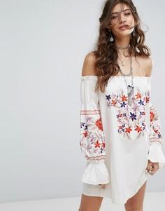 Платье с открытыми плечами и вышивкой Free People - Белый