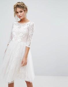 Кружевное свадебное платье миди с 3D-аппликацией Chi Chi London - Белый