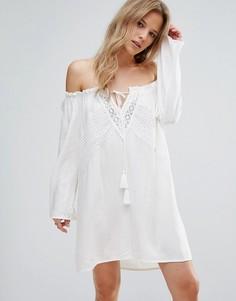 Свободное ажурное платье с открытыми плечами Boohoo - Белый