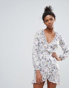 Платье с оборками и цветочным принтом QED London - Мульти