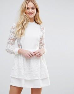 Платье с кружевной накладкой на юбке The English Factory - Белый