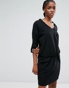 Платье с поясом на талии b.Young - Черный