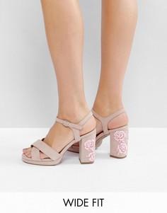 Туфли для широкой стопы на каблуке и платформе с декоративной отделкой New Look - Бежевый