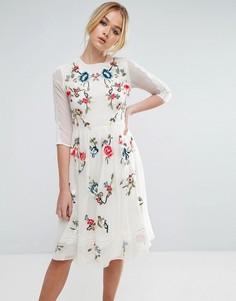Приталенное платье миди с цветочной вышивкой ASOS PREMIUM - Кремовый