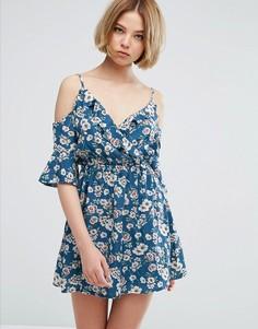 Короткое приталенное платье с открытыми плечами и цветочным принтом Parisian - Мульти