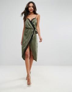 Атласное платье миди на бретелях с запахом и кружевной отделкой ASOS - Зеленый