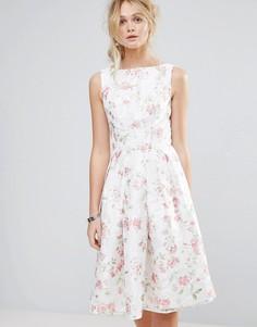 Структурированное пышное платье миди с цветочным принтом Chi Chi London - Мульти