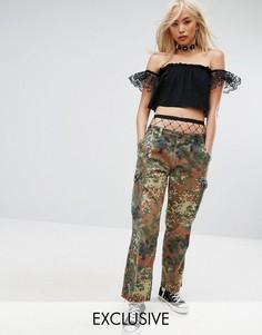 Фестивальные брюки в винтажном стиле с камуфляжным принтом Milk It - Зеленый