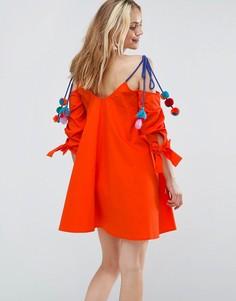 Сарафан с открытыми плечами и отделкой помпонами ASOS - Оранжевый