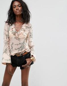 Блузка с цветочным принтом и оборкой Boohoo - Розовый