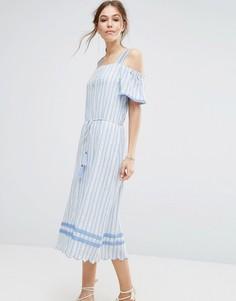 Платье с открытыми плечами и отделкой Moon River - Синий