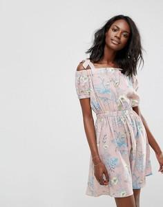 Короткое приталенное платье с завязками на плечах Boohoo - Розовый