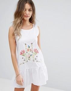 Свободное платье с вышивкой Boohoo - Белый