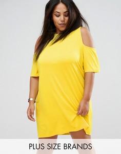 Платье-футболка с открытыми плечами Boohoo Plus - Желтый