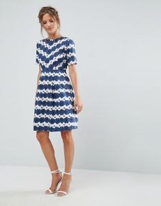 Короткое приталенное платье с цветочным принтом Uttam Boutique - Синий