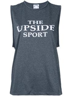 топ с принтом логотипа The Upside