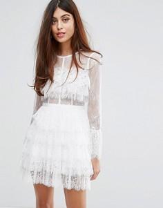 Кружевное платье с рюшами и расклешенными рукавами True Decadence - Белый
