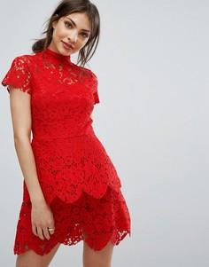 Двухслойное кружевное платье с высоким воротом Missguided - Красный