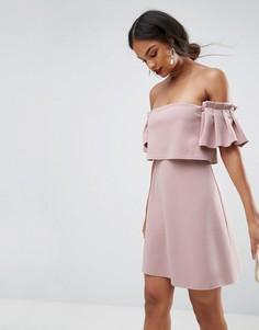 Платье мини с кроп-топом, широким вырезом и оборкой ASOS - Бежевый